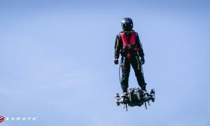 Flying Soldier Mencoba Sebrangi Perairan Inggris Menggunakan Hoverboard