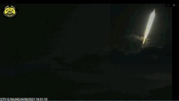 Dentuman Dibarengi Cahaya Membentuk Pedang Heboh di Sekitar Gunung Raung
