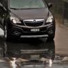 Tips Menghadapi Ban Mobil Selip di Jalan Licin