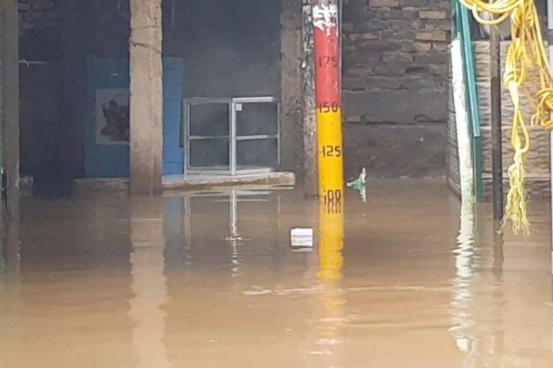 Banjir Satu Meter Rendam Kebon Pala Akibat Luapan Kali Ciliwung
