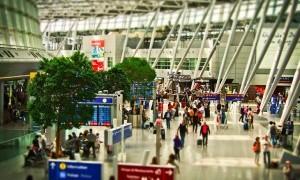 Awas, Kuman Mengintai di Seluruh Penjuru Bandara