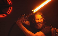 YouTuber 'The Hacksmith' Buat Replika Lightsaber Star Wars