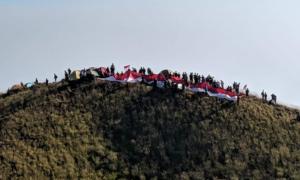 Bendera Merah Putih Sepanjang 1.000 Meter akan Dikibarkan di Puncak Gunung Penanggungan