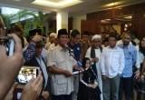 Perhatikan Nih, Ekspresi Muka Sandi di Deklarasi 'Ronde 2' Prabowo, Ada yang Salah?