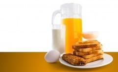 Susu atau Jus Jeruk, Mana yang Pas buat Sarapan?