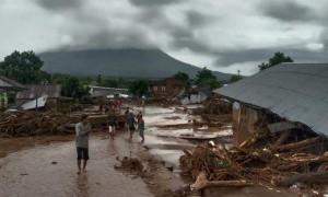 Jokowi Sampaikan Duka Cita Atas Musibah Banjir Bandang di NTT