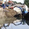 Antisipasi Banjir, Kali Sentiong Dikeruk