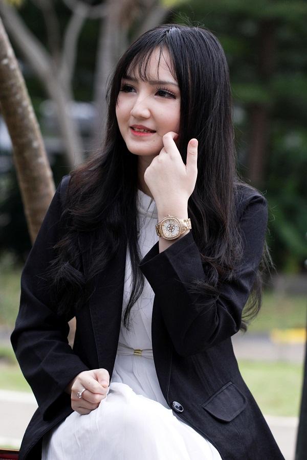 Billa Barbie saat diwawancarai di Grand Cibubur Country, Cikeas, Bogor, Minggu (26/12). (Foto: MerahPutih/Dery Ridwansah)