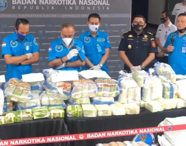 BNN merilis pengungkapan penyelundupan narkoba dengan modus pengiriman pisang dan jagung. (Foto: MP/Kanugrahan)