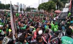 Kecewa Tuntutan Tak Diakui, Ribuan Driver Ojol Geruduk Gedung DPR