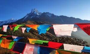 Nepal Buka Kembali Akses Pendakian ke Everest