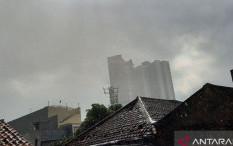 Waspada, Jakarta Dilanda Hujan Deras Disertai Angin Kencang Sore Ini