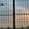 Ngabuburit di Pinggir Bandara, Sederhana Tapi Bahagia