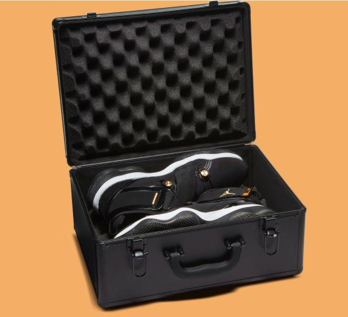 Jordan AJNT 23 dikemas secara premium menggunakan metal case. (Foto Sole Collector)