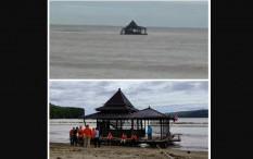 Masjid di Pacitan Hanyut ke Tengah Laut Berhasil Dievakuasi