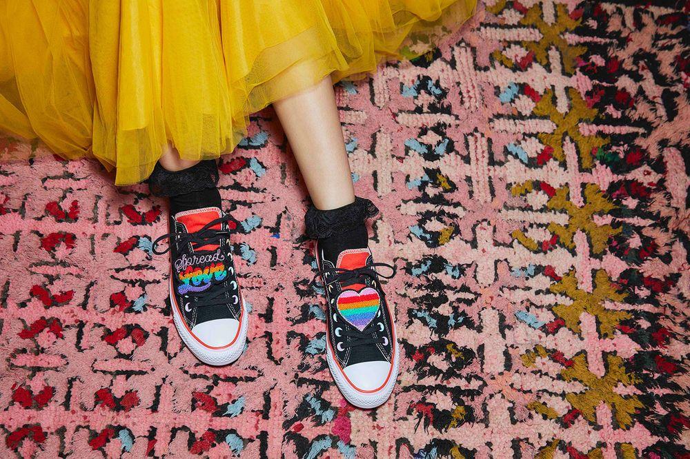 Koleksi Sepatu Penuh Warna Dari Converse x Millie Bobby Brown
