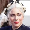 Lady Gaga Dapat Buket Bunga Raksasa dari Kekasihnya