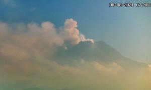 Sejumlah Wilayah di Lereng Gunung Merapi Diguyur Hujan Abu
