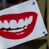 Sensor Membaca Senyum untuk Bisa Masuk ke Kantor
