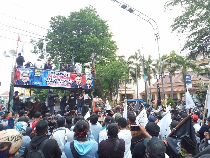 Demo Protes Penyataan Presiden Prancis di Solo, Jawa Tengah. (Foto: MP/ Ismail)