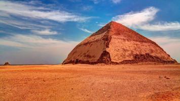Pelancong Kini Dapat Menjelajahi Bagian Dalam Piramid 'Bengkok' Mesir