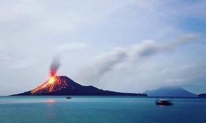 Anak Krakatau Meletus 56 Kali sejak Semalam