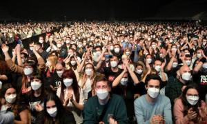 Pandemi Belum Usai, 5.000 Orang Hadiri Konser Musik di Spanyol