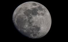NASA Menemukan Lebih Banyak Air dan Es di Bulan