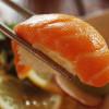 Jadi 'Salmon' demi Sushi Gratis