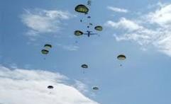 Puluhan Prajurit Paskhas TNI AU Latihan Terjun Statik dan Free Fall