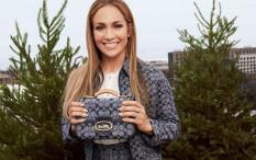 Gandeng Jennifer Lopez, Coach Luncurkan Koleksi Berbahan Chambray