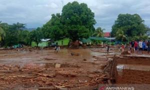 BNPB Kirim Ribuan Paket Bantuan Hingga Alat Tes COVID-19 ke NTT