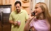 4 Cara Nyeleneh Ayah Lindungi Anak Perempuan dari Pacar yang Tak Baik