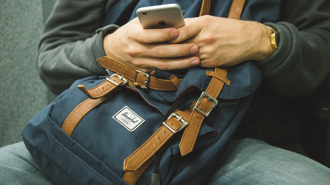 Mencegah Paparan Radiasi Ponsel dengan Cara Sederhana Ini