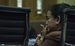 Miryam Ditangkap Saat Bersama Teman Wanitanya