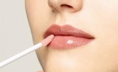 Teknik Pengaplikasian Lip Gloss Agar Terlihat Segar Saat Berpuasa