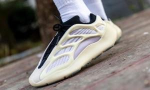 Sneakerhead Bersiaplah, Adidas Yeezy 700 V3 'Azael' Akan Segera Dirilis