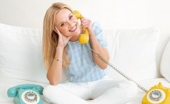 Reese Witherspoon Luncurkan Sandal Chic, Cocok Banget buat Musim Semi nan Santai