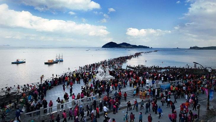Ini Pulau-Pulau Wisata Terindah Dunia yang Bisa Diseberangi Tanpa Kapal