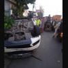 Mobil Berisi Tujuh Pasien COVID-19 Terbalik di Dekat Gerbang Tol Bogor 1