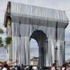 Instalasi Seni di Monumen Arc de Triomphe Paris