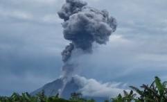Gunung Sinabung Meletus Keluarkan Abu Vulkanis