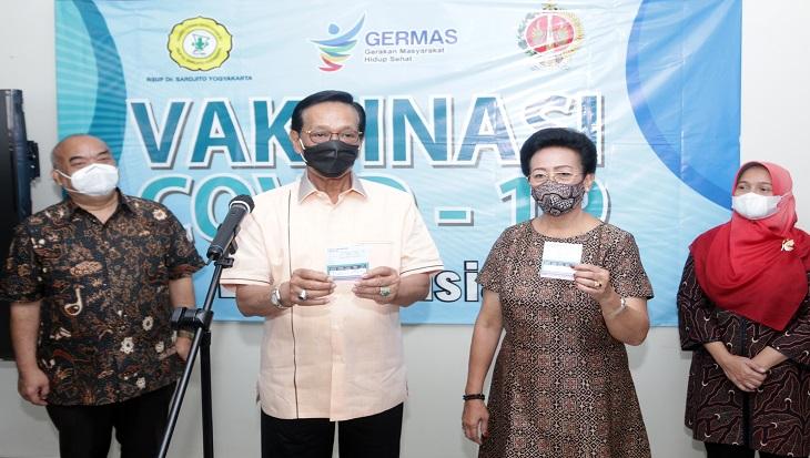 Raja dan Ratu Yogyakarta Terima Vaksin COVID-19