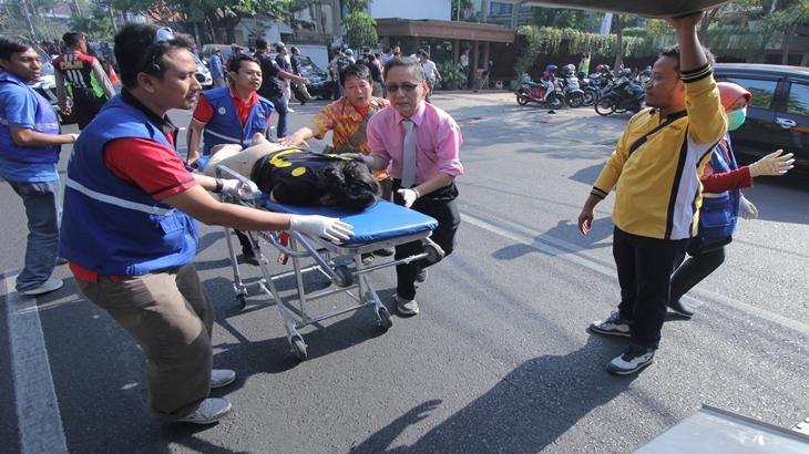 Polisi bawa korban ke Rumah sakit