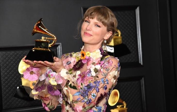 Taylor Swift Tarik Album 'Fearless' dari Grammy Awards