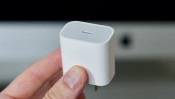 Tak Ada Kepala Charger di iPhone 12, Benarkah Efektif bagi Lingkungan?