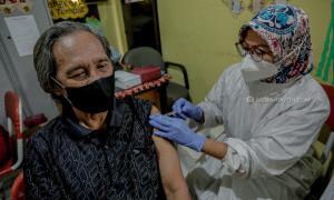 Ratusan Lansia Kota Tangerang Terima Vaksin COVID-19