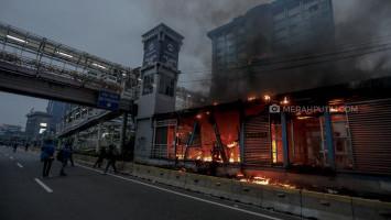 Ribuan Polisi yang Jaga di Kawasan DPR/MPR Jalani Tes Cepat COVID-19