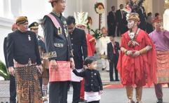 Rutinitas Jokowi di Akhir Pekan, Antar Ethes Main Komidi Putar Hingga Makan Bareng Keluarga