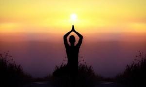 Tetap Bugar Selama Liburan dengan Yoga